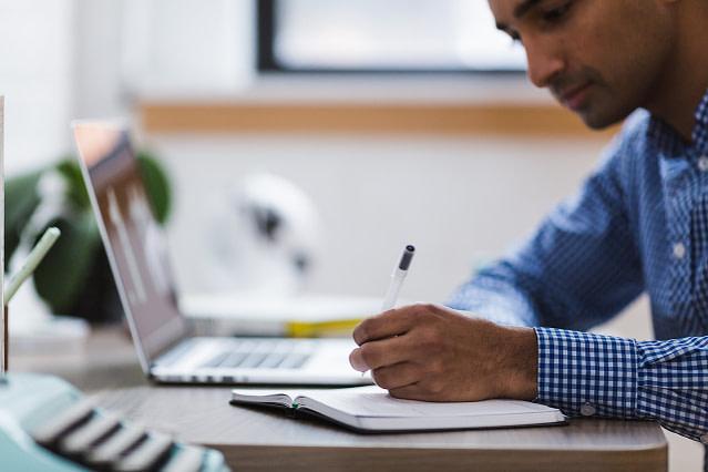 man, writing, laptop-2562325.jpg